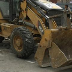 Строителните машини и продължителните валежи обаче са предизвикали свлачища на терена