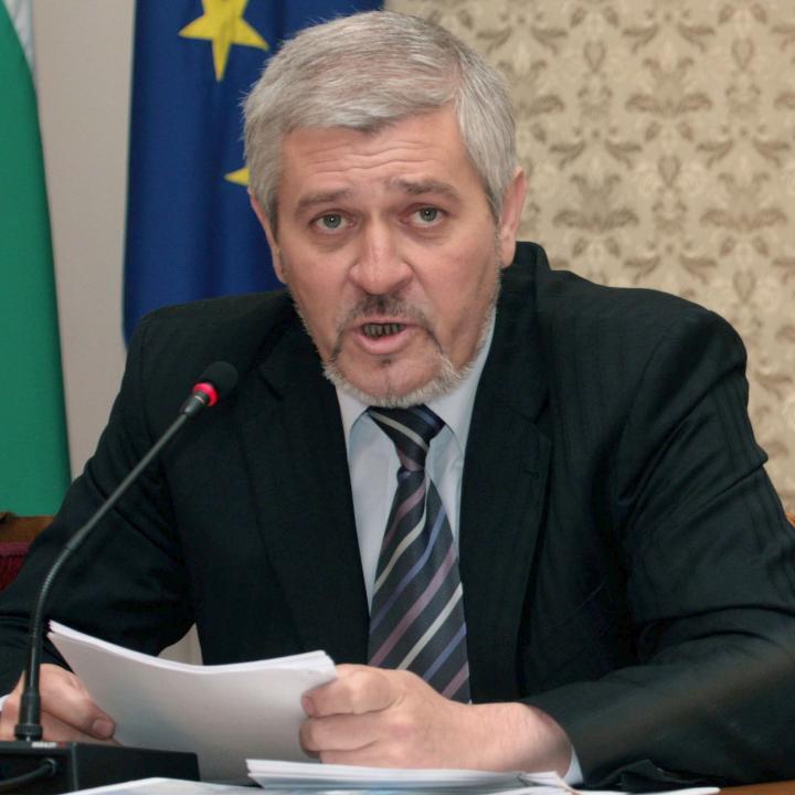 Тази глупост лекарите да получават заплати за юни през октомври трябва да спре, заяви Ваньо Шарков