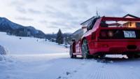 Ferrari F40 дрифтира в снега (видео)