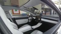 Седалките на Tesla Model 3 са застраховани от петна