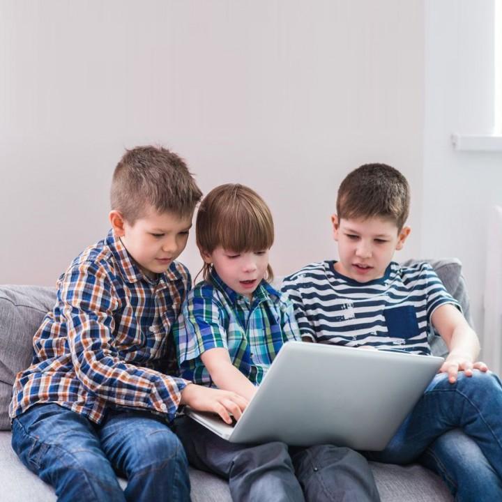 Във всички български училища ще има свободен достъп до интернет