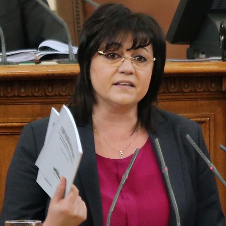 Лидерът на БСП Корнелия Нинова в парламента