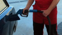 Скъп ли е бензинът в България?