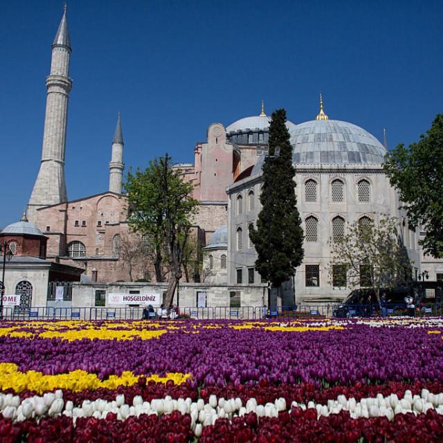 Турция отлага туристическия сезон с още месец