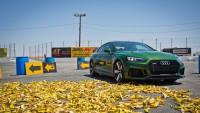 Audi RS5 Quattro срещу стотици банани (видео)