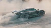Вижте как Ferrari LaFerrari дрифтира в прахта (видео)