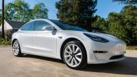Масови оплаквания от боята на Tesla Model 3