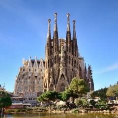 """Световноизвестната катедрала """"Саграда Фамилия"""" в Барселона"""