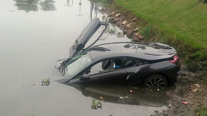 По-късно колата била изкарана от канала