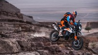 Kawasaki и KTM показват култови модели в София