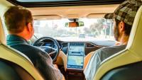 Tesla демонстира как работи новият автопилот (видео)