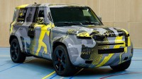 Land Rover показа замаскиран прототип на Defender