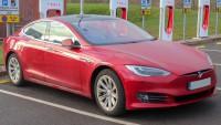 Автомобили на Tesla се самоускоряват в САЩ