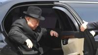 Руснак снабдява Северна Корея с лимузини Mercedes