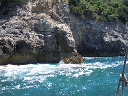 Кракът на Херкулес в морските скали при устието на река Ахерондас