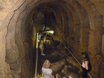 Голяма зала на светилището Некромандио на Арехон, таванът на която е украсена с петнадесет каменни дъги
