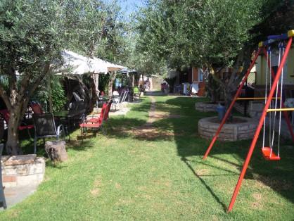 Градина в хотел във Врахос