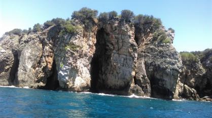Пещерите при устието на Река Ахерондас, където се влива в Йонийско море
