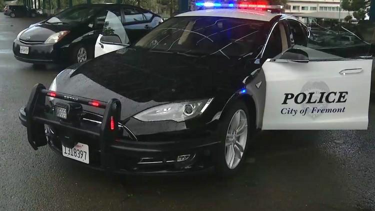 Полицейска Tesla