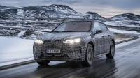 BMW iX се паркира, зарежда и измива без човешка намеса