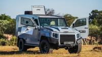 Превърнаха Toyota Land Cruiser в БТР (видео)