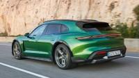 Porsche изпробва новото си електрическо комби в пясък и сняг