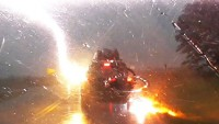 Мълния 4 пъти удари Jeep Grand Cherokee (видео)
